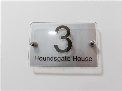 Houndsgate 13