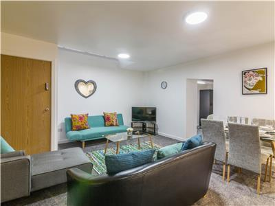 Spacious City Centre HoundsGate Apartment